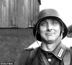 Spike Milligan en modo Wehrmacht